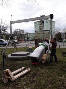 """05.04.2018 - Aufstellung und Montage der Statue für den Gedenkort """"Burak Bektas"""""""