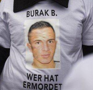 """04.11.2012 T-Shirt bei der Demonstration """"Rassismus heißt das Problem"""", 1 Jahr nachdem Auffliegen der Naziterroristen (NSU)"""